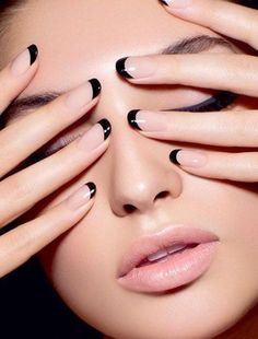 10 Cute and Stunning Black Nail Arts P-10