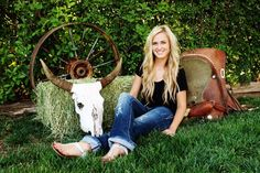 Girls Senior Picture Country Ideas | Senior picture idea for a country girl! | Photography.
