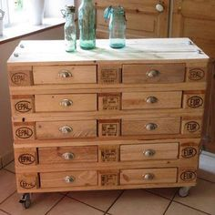 Pallets chest of drawers pallet furniture pallet dresser, pa Pallet Dresser, Pallet Chest, Pallet Crates, Pallet Shelves, Wood Pallets, Pallet Cabinet, Euro Pallets, Pallet Wood, Palette Furniture