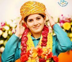 Jaya Kishori Ji was born on 13 July 1996 in Rajasthan. Jaya Kishori Ji is a renowned Indian spiritual speaker, singer, inspirational and religious leader. John Cena Wwe Champion, Celebrity Biographies, Sonam Kapoor, Royal Enfield, Famous Celebrities, College Girls, Fashion Sketches, Biography, Music Artists