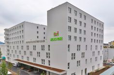 Union Investment is entering the growing micro-living segment. The Hamburg-based investment manager has acquired the Milestone Graz micro apartment complex for its new real estate special fund Urban Living Nr. 1. Consisting of 378 residential units the property is let on a long-term lease to Milestone one of the most experienced providers of private student accommodation in Austria. The purchase price was undisclosed.