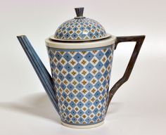 Coffee pot by Nora Gulbrandsen for Porsgrund Porselen. Production 1927-1935. Model 1848