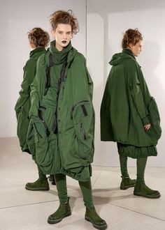 >This versatile, two-piece coat by RUNDHOLZ DIP has attached bladder pockets and hood, which makes it look exceptional. The jacket can be worn with or without an inner vest. The vest is filled with down. Due to its wide, casual fit it can be combined well into pants and dresses.