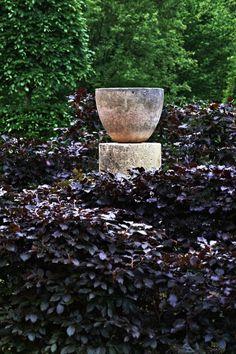Detail Collective | Outside Spaces |Arne Maynard's Garden | Image :Tom MannionviaGardenista