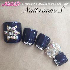 #nails #nailart #naildesign #冬ネイル #フットネイル #冬フットネイル #ネイビーネイル #雪の結晶ネイル #ビジューネイル #キラキラネイル#ネイビー...|ネイルデザインを探すならネイル数No.1のネイルブック