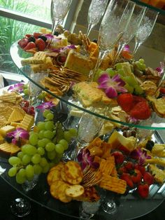 Buffet and Banquet Displays Food Platters, Cheese Platters, Antipasto, Coffee Break, Catering Display, Catering Food, Catering Ideas, Cheese Party, Fruit Displays