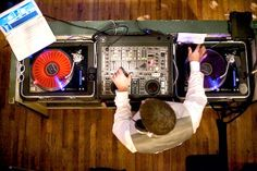 Wedding Music Ideas: Tips On Hiring A Live Band Or Wedding DJ