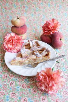 Saturn peach pie to die for! Gordon Ramsay, Panna Cotta, Food Photography, Sweet Treats, Peach, Pie, Breakfast, Ethnic Recipes, Pinkie Pie