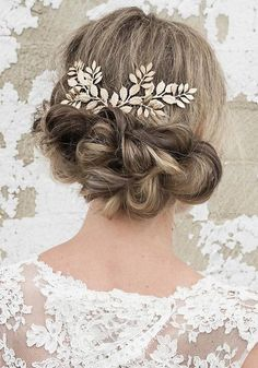 Long Wedding Hairstyles via Vanessa Barney hair / http://www.himisspuff.com/vanessa-barney-wedding-hairstyles/
