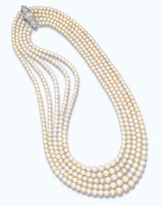 A FINE ART DECO NATURAL PEARL NECKLACE