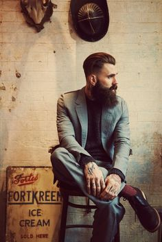 Hipster beards have become some of the most sought after beard styles in recent times. Here are 70 bold and sexy hipster beard styles to play. Moda Hipster, Estilo Hipster, Hipster Suit, Hipster Style, Bart Trend, Ricki Hall, Style Brut, Hipster Photography, London Photography