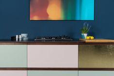 Design_Patchwork St.  Linoleum auf Multiplex mit Griffleisten aus Nussholz massiv Home Upgrades, Flat Screen, Hacks, Inspiration, Scrappy Quilts, Wardrobe Design, Custom Kitchens, Ikea Kitchen, Workbench Top