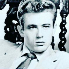 WHAT A BEAUTIFUL PICTURE OF JAMES DEAN.....ONE OF MY FAVORITE ACTORS........LOVE ALWAYS JAMES.......R.I.P.