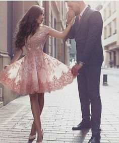 This dress is so pretty!