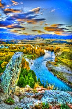 Clutha River, NZ. This river drains 2,050,000 hectares - 13% of the South Island. It is the second longest NZ river at 322 km.
