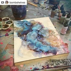 We love the versatility of Alcohol Inks and this gorgeous abstract background… #abstractart
