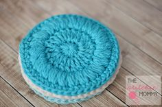 Face Scrubbies - Free Pattern Free pattern for face scrubbies! I love having reusable face wipes, and these look like a perfect texture!Free pattern for face scrubbies! I love having reusable face wipes, and these look like a perfect texture! Crochet Home, Love Crochet, Learn To Crochet, Crochet Gifts, Knit Crochet, Crochet Kitchen, Easy Crochet Patterns, Knitting Patterns, Free Knitting