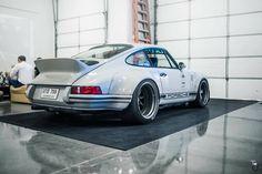 Carros Lamborghini, Singer Vehicle Design, Porsche Cars, Dream Garage, Sport Cars, Vans, Hot Rods, Vehicles, German