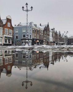 Markt, Delft. Foto: Alyssa van Heyst. #puddlegram