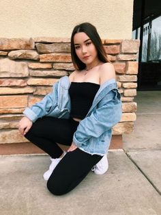 outfits with bralettes Best Photo Poses, Girl Photo Poses, Girl Poses, Picture Poses, Cute Poses For Pictures, Poses For Photos, Portrait Photography Poses, Tumblr Photography, Selfie Posen