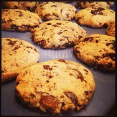 Újragondolt szuperisteni cookies – Hogy Te is ehesd :) – Betűleves Cookie Recipes, Diet Recipes, Healthy Recipes, Protein Cookies, Macaroons, Biscotti, Sweet Tooth, Muffin, Food And Drink