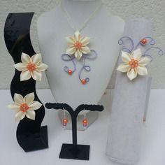 Parure enfant 5 pièces  mariage , ceremonie orange , mauve et fleur de satin ivoire