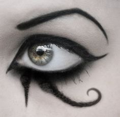 I must attempt this eye makeup one day and try not to stuff it up!