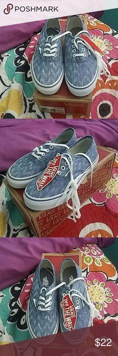 Nib girls vans Does a new pair of girls Denham vans in Size 13.5 Vans Shoes