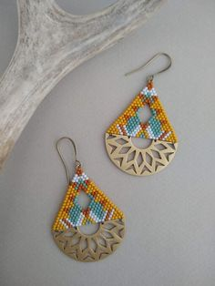 Halfmoon Brass Earrings, Seed Bead Earrings, Geometric Earrings Source by nataloch Seed Bead Jewelry, Seed Bead Earrings, Diy Earrings, Seed Beads, Diy Jewelry, Jewelry Making, Fringe Earrings, Hoop Earrings, Earrings Handmade