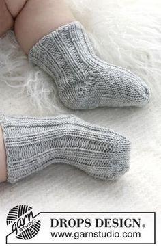 Gebreide DROPS sokken met boordsteek patroon van Baby Merino. Gratis patronen van DROPS Design.