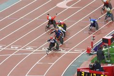 David Weir Crosses the line to take the gold!!