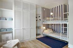 Marynistyczny pokój dla dwóch chłopców z piętrowym łóżkiem