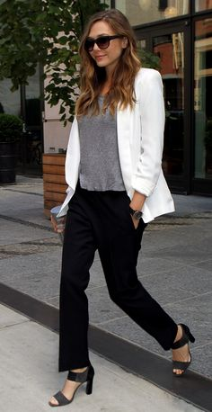 OLSENS ANONYMOUS ELIZABETH OLSEN FASHION STYLE BLOG OVERSIZED SUNGLASSES HEATHER GREY GRAY TEE TSHIRT WHITE BLAZER JACKET LOOSE BLACK TROUSER PANTS COLOR BLOCK HEELS BLACK GOLD WATCH VOSS WATER NEW YORK CITY LIBERAL ARTS