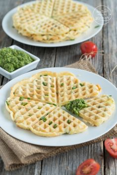 Herzhafte Waffeln mit Käse | Backen macht glücklich Waffle Iron, Catering, Meal Prep, Cake Recipes, Buffet, Food And Drink, Yummy Food, Meals, Cooking