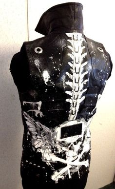 Black Rock Vest from HELL Jacket by Chad by ChadCherryClothing / black leather vest / winged skull & crossbones / spinal vest / vertebrae / dystopia / wasteland / men's fashion / post apocalyptic inspiration Dark Fashion, Gothic Fashion, Mens Fashion, Custom Clothes, Diy Clothes, Punk Jackets, Apocalyptic Fashion, Post Apocalyptic, Battle Jacket