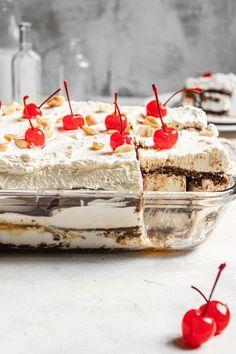 Ice cream sandwich cake in a glass baking dish. No Bake Summer Desserts, Cold Desserts, Ice Cream Desserts, Frozen Desserts, Easy Desserts, Dump Cake Recipes, Donut Recipes, Dessert Recipes, Sandwich Cake
