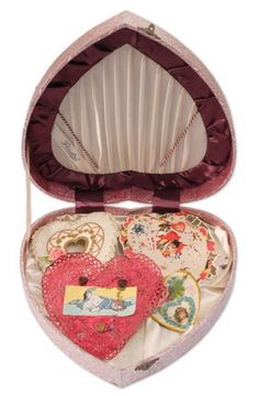 Both Kurt and Courtney Love collected heart-shaped boxes, and by 1994 they had several dozen in their home. They often gave them to each other as gifts, sometimes filled with personal effects such as hair or a note, or on occasions containing antique valentines.