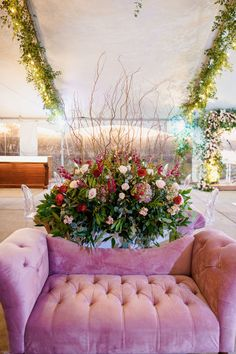 The blushing bride settee is perfect for EVERY wedding!