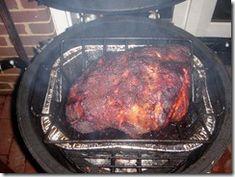 Cooking North Carolina Pulled Pork Or Pork Butt On A Big Green Egg – Dreadnaught Pulled Pork Roast, Pulled Pork Recipes, Bbq Pork, Smoker Recipes, Barbecue Recipes, Barbecue Sauce, Barbecue Ribs, Pig Roast, Tailgating Recipes