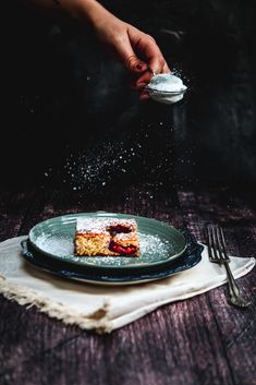 This is a delicious and flavourful recipe for an autumn plum sheet cake. It's gluten free and sugar reduced. The perfect treat for you and your family. Baking Recipes, Dessert Recipes, Sheet Cake Recipes, Breakfast Toast, Food Photography Tips, Pumpkin Dessert, Afternoon Snacks, Fall Recipes, Healthy Recipes