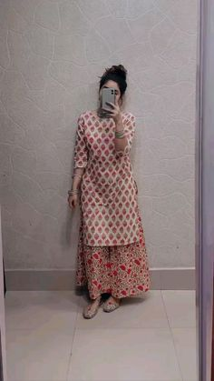 Casual Indian Fashion, Indian Fashion Dresses, Indian Designer Outfits, Womens Fashion For Work, Women's Summer Fashion, Fashion 2018, Stylish Dresses For Girls, Stylish Dress Designs, Designs For Dresses