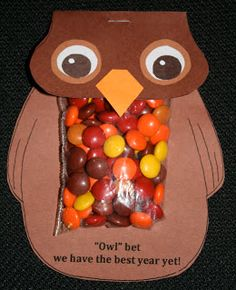 Morgan I saw this and thought of you and all your owl classroom ideas- Classroom Freebies: Owl Treat Bags First Day Of School Activities, 1st Day Of School, Beginning Of School, School Fun, Back To School, Owl School, School Craft, School Bags, School Week