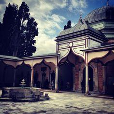 Bursa'da bir eski cami avlusu