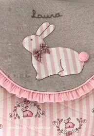 Momentos de Costura: Regalos a bebés Applique Monogram, Embroidery Applique, Grandchildren, Sewing Crafts, Felt, Quilts, Creative, How To Make, Scrappy Quilts