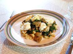 Pasta met roergebakken spinazie, kastanjechampignons, spekjes en mozzarella