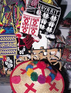 En los mercados de México seguramente te has topado con alguna pieza hecha por las hábiles manos de los artesanos nayaritas. Pero, ¿sabías que éstas contienen un alto valor simbólico?