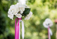 #Hortensienkugeln auf #Dekostäben - super für Deine #freie #Trauung geeignet - #outdoor #wedding #weddingideas #weddinginspiration