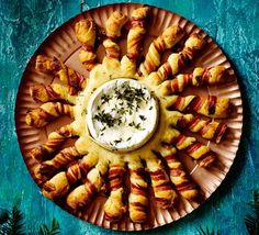 Baked camembert with bacon-wrapped breadsticks Gooey, melted cheese and crispy, golden bread make a stunning centrepiece to share with friends over drinks or as a dinner party starter - make ahead for fuss-free entertaining Christmas Buffet, Christmas Party Food, Xmas Food, Christmas Cooking, Chrismas Food Ideas, Christmas Meal Ideas, Christmas Dinner Recipes, Christmas Canapes, Christmas Bread