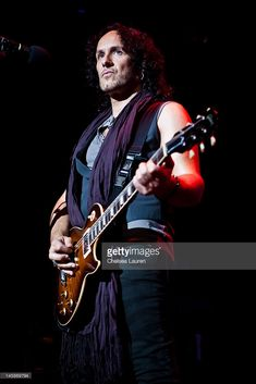 Guitarist Vivian Campbell of Def Leppard performs at House of Blues Sunset Strip on June 2012 in West Hollywood, California. Blue Sunset, Sunset Strip, West Hollywood, Hollywood California, Vivian Campbell, Phil Collen, Rick Savage, Joe Elliott, Out Of Touch