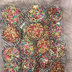 Τρούφες γάλακτος με μπισκότα από τον Άκη Πετρετζίκη συνταγή από The Food Project by Hara Peraki 🍴 - Cookpad Sprinkles, Sweet Tooth, Candy, Video Game, Food, Tin Cans, Essen, Meals, Sweets